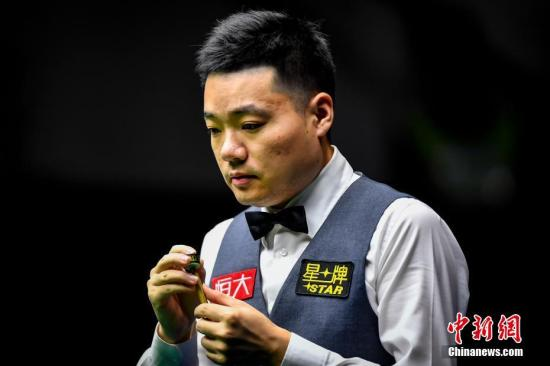 资料图:中国选手丁俊晖在比赛中。 中新社记者 陈骥�F 摄