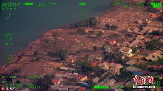 当地时间9月29日,印度尼西亚中苏拉威西省帕卢,航拍图显示当地遭地震和海啸袭击后画面。据印度尼西亚国家减灾署(BNPB),苏拉威西岛地震和海啸造成的死亡人数已经升至384人,并且还将可能继续上升。图片来源:东方IC 版权作品 请勿转载