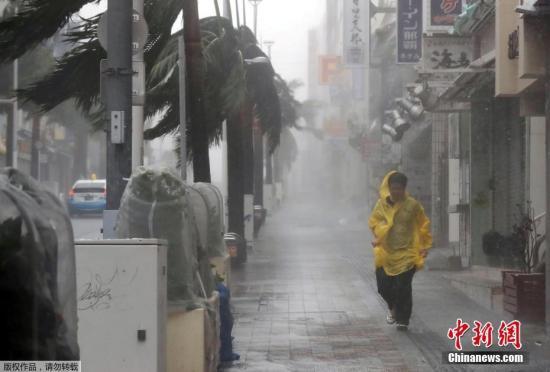 """今年第24号台风""""潭美""""(TRAMI)9月29日逼近日本冲绳和奄美,30日至10月1日横扫日本列岛。"""