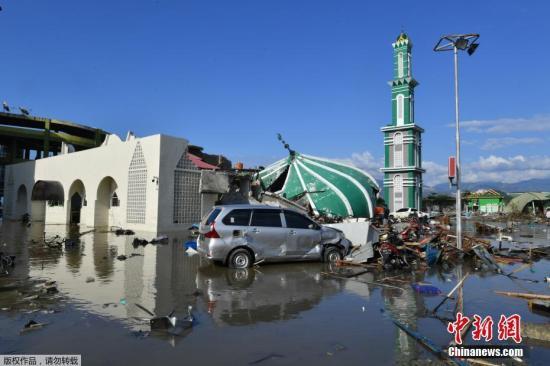 资料图:当地时间9月28日,印度尼西亚苏拉威西省发生强震及海啸。图为印尼海啸受灾区的清真寺。