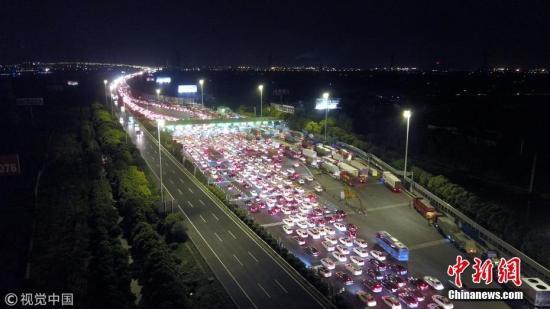 资料图:高速公路收费站。金翰昕 摄 图片来源:视觉中国