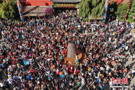 10月4日,全国各地迎来国庆旅游高峰。杨晨 摄