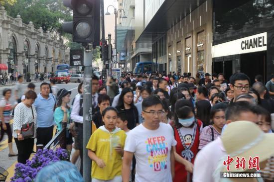 非法示威拖累香港经济 商家生意劲减楼价持续下滑