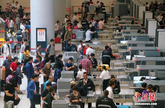 原料图:香港高铁西九龙站内。中新社记者 张炜 摄
