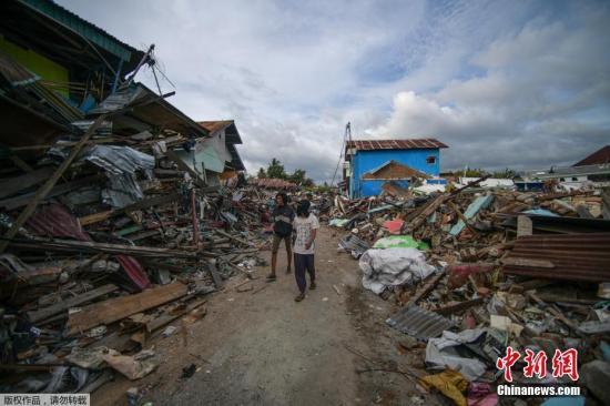 资料图:地震海啸过后,印尼灾区一片狼藉。