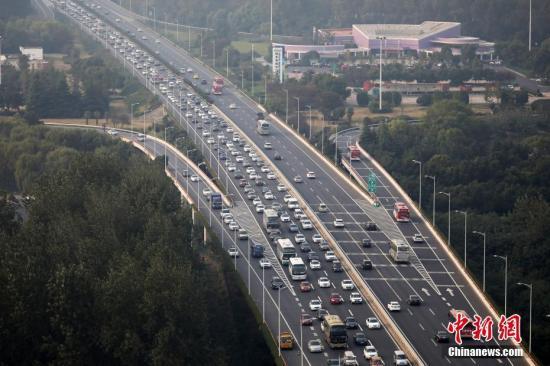 资料图:公路。中新社记者 泱波 摄