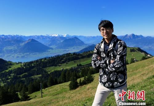 资料图:香港青年萧家炜在欧洲休假旅行。中新社发 采访对象供图