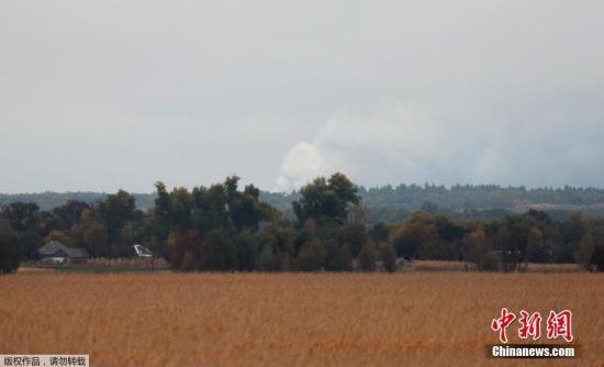 当地时间10月9日凌晨,乌克兰北部切尔尼戈夫州一处军事仓库发生爆炸,当地上万人疏散。目前尚不清楚爆炸发生的原因,暂无人员伤亡报告。
