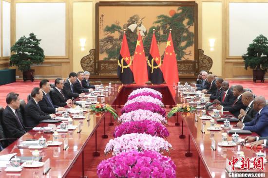 10月9日,中国国家主席习近平在北京人民大会堂同安哥拉总统洛伦索举行会谈。<a target='_blank' href='http://www-chinanews-com.angel-us.com/'>中新社</a>记者 盛佳鹏 摄