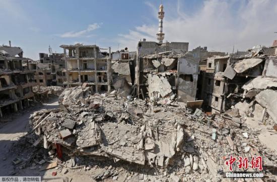 原料图片:叙利亚最大难民营修整废墟。