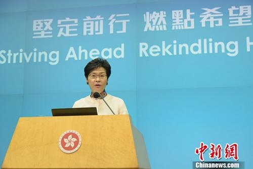 10月10日下午,香港特区行政长官林郑月娥出席《行政长官2018年施政报告》记者会,回答记者提问。中新社记者 李志华 摄