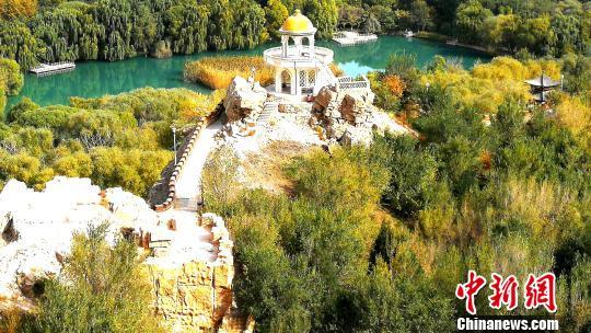 """""""古老公园""""新疆乌什县燕泉山景区秋色迷人。王小军 摄"""