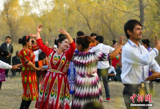 Xinjiang spends 3 bln yuan on public culture development