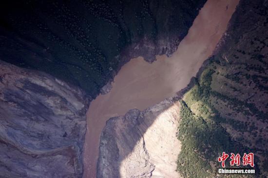 资料图:金沙江白格堰塞湖。钟欣 摄