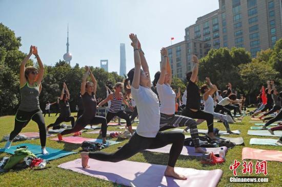 资料图:瑜伽锻炼不当可能导致肌肉拉伤。殷立勤 摄