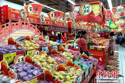 资料图:福州市民在超市内购物。<a target='_blank' href='http://www-chinanews-com.rgb007.com/'>中新社</a>记者 王东明 摄