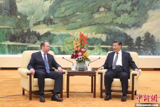 10月17日,中国国家主席习近平在北京人民大会堂会见俄罗斯总统办公厅主任瓦伊诺。中新社记者 盛佳鹏 摄