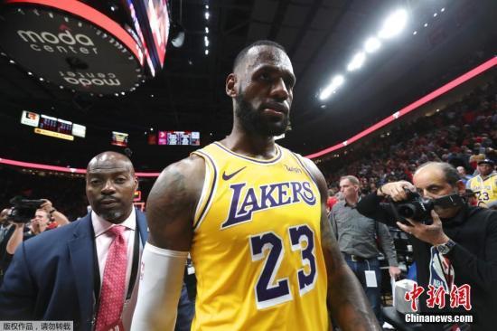 NBA综述:湖人大胜开拓者 勇士险胜公牛结束4连败