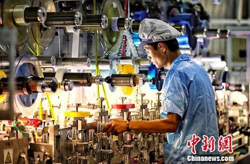 资料图:江苏盐城一家企业内的生产景象。/p中新社记者 泱波 摄