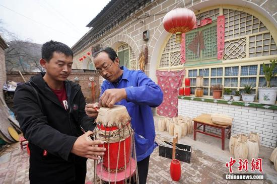 陕北安塞打造民俗文化村助力脱贫攻坚。(资料图)中新社记者 毛建军 摄