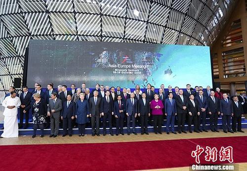 当地时间10月19日上午,中国国务院总理李克强在布鲁塞尔出席第十二届亚欧首脑会议,并率先发表题为《共担全球责任 共迎全球挑战》的引导性讲话。 中新社记者 刘震 摄
