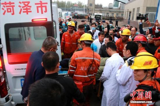山东龙郓煤业事故2人获救升井 救援通道正在疏通中