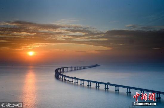 2018-12-16,香港,航拍镜头下的港珠澳大桥秋日美景。Vincent Chan 摄 图片来源:视觉中国