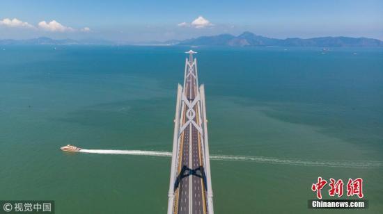 广东珠海,港珠澳大桥中国结。董天健 摄 图片来源:视觉中国