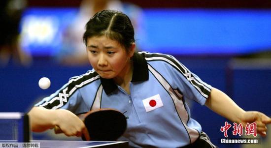图为2003年,第47届世界乒乓球锦标赛,福原爱比赛中。