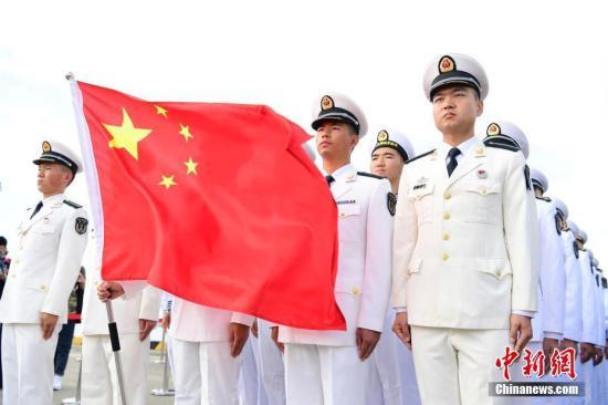 """10月22日上午,中国―东盟""""海上联演―2018""""在湛江某军港开幕,中国和东盟10国(文莱、柬埔寨、印度尼西亚、老挝、马来西亚、缅甸、菲律宾、新加坡、泰国、越南)均以派出舰艇或观察员的形式参加联演。图为中方参演官兵。<a target='_blank' href='http://www-chinanews-com.pudonggongsi.com/'>中新社</a>记者 陈文 摄"""