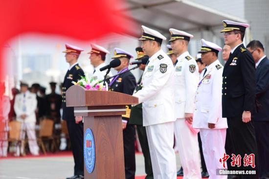"""10月22日上午,中国―东盟""""海上联演―2018""""在湛江某军港开幕,中国和东盟10国(文莱、柬埔寨、印度尼西亚、老挝、马来西亚、缅甸、菲律宾、新加坡、泰国、越南)均以派出舰艇或观察员的形式参加联演。图为中国人民解放军南部战区司令员袁誉柏中将在中国―东盟""""海上联演―2018""""开幕式上致辞。<a target='_blank' href='http://www-chinanews-com.pudonggongsi.com/'>中新社</a>记者 陈文 摄"""