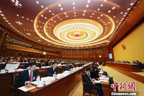 10月22日,第十三届全国人大常委会第六次会议在北京人民大会堂开幕,全国人大常委会委员长栗战书主持会议。<a target='_blank' href='http://www-chinanews-com.dldbbj.com/'>中新社</a>记者 宋吉河 摄
