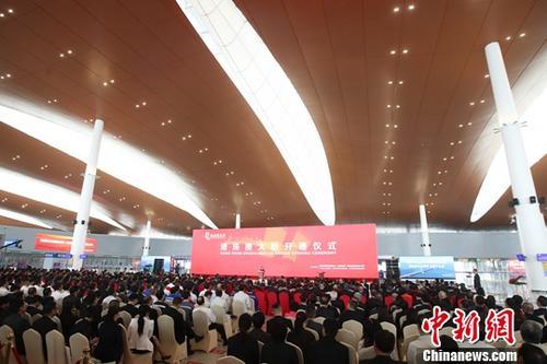 10月23日,港珠澳大橋開通儀式在廣東省珠海市舉行。中新社記者 盛佳鵬 攝