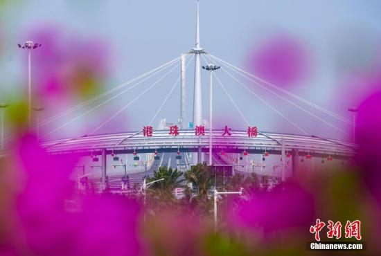 10月24日,全长55公里的港珠澳大桥正式通车。<a target='_blank' href='http://www-chinanews-com.hongruisports.com/'>中新社</a>记者 张炜 摄