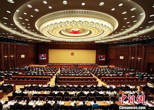 10月24日,十三届全国人大常委会第六次会议在北京人民大会堂举行第二次全体会议。中新社记者 宋吉河 摄
