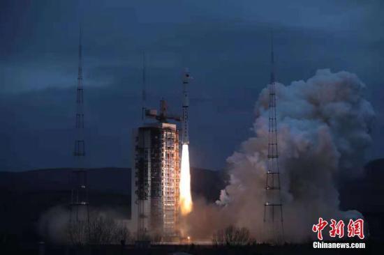 """""""海洋二号B""""卫星是海洋动力环境探测卫星,它将与后续的""""海洋二号C""""和""""海洋二号D""""卫星组网形成全天候、全天时、高频次全球大中尺度海洋动力环境卫星监测体系。郑逃逃 摄"""