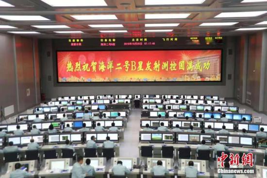 """北京时间10月25日6时57分,中国在太原卫星发射中心用长征四号乙运载火箭,将""""海洋二号B""""卫星发射升空并成功送入预定轨道。 弥向阳 摄"""