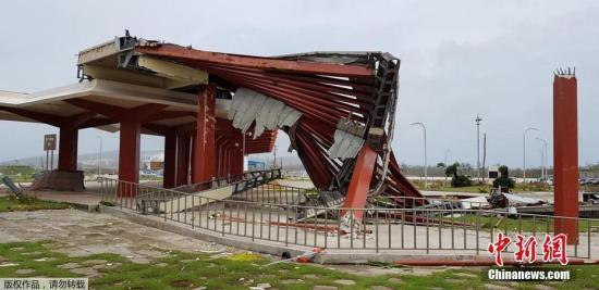 """当地时间10月25日,超强台风""""玉兔""""袭击北马里亚纳群岛塞班岛造成巨大破坏,塞班岛机场从24日起被迫关闭。"""