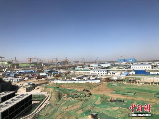 資料圖:北京大興國際機場配套設施施工現場。中新社記者 劉文曦 攝