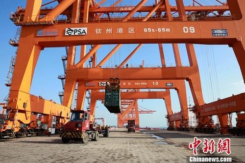 资料图:广西钦州一港口。<a target='_blank' href='http://www-chinanews-com.msemantic.com/'>中新社</a>记者 曾开宏 摄