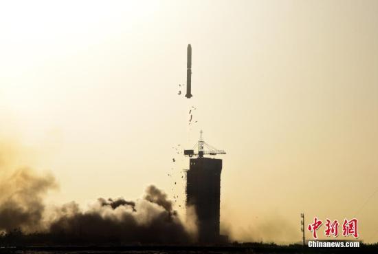 北京时间10月29日8时43分,中国在酒泉卫星发射中心用长征二号丙运载火箭,成功发射中法合作研制的首颗卫星――中法海洋卫星。<a target='_blank' href='http://www-chinanews-com.hsxinjia.com/'>中新社</a>记者 孙自法 摄