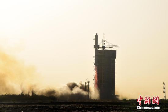 北京时间10月29日8时43分,中国在酒泉卫星发射中心用长征二号丙运载火箭,成功发射中法合作研制的首颗卫星――中法海洋卫星。<a target='_blank' href='http://www-chinanews-com.toouu.com/'>中新社</a>记者 孙自法 摄