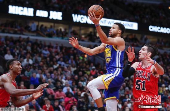 库里本场比赛的到23分8个篮板5个助攻。