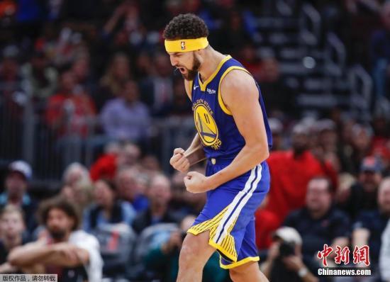 北京时间2018年10月30日,NBA常规赛金州勇士做客芝加哥挑战公牛,本赛季状态一直不佳的克莱-汤普森大发神威,全场射进14记三分打破队友库里保持的单场三分球纪录。最终,金州勇士149-124大胜对手。