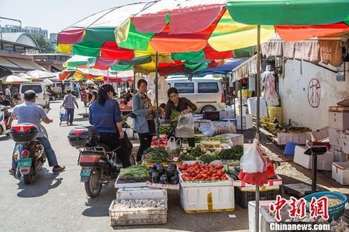 资料图:批发市场。/p中新社记者 陈冠言 摄