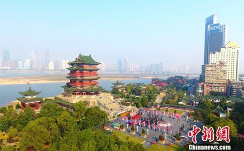 滕王阁旅游区。(资料图)中新社记者 刘占昆 摄