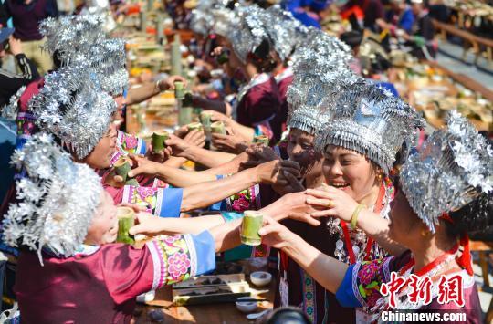 资料图:广西少数民族。 潘志祥 摄
