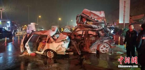 图为车祸现场。 杨青 摄