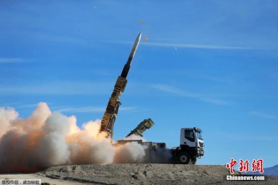 当地时间11月5日,伊朗军方发布的照片显示,伊朗进行防空演习,发射Sayad型防空导弹。