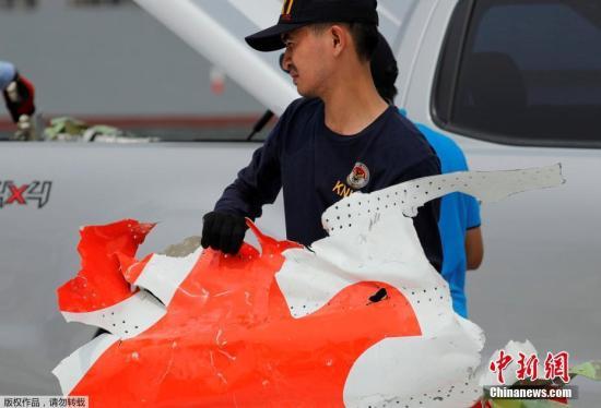 狮航空难最终报告将公布 遇难者家属与调查人员会面
